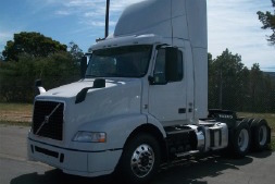 2015 Volvo Day Cab